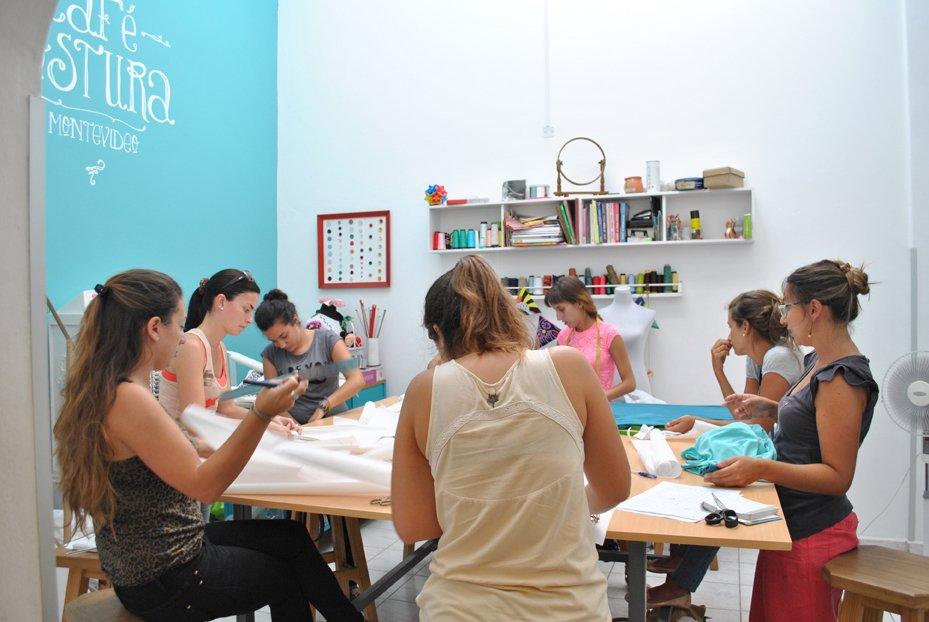 Taller de Remeras en Café Costura Montevideo